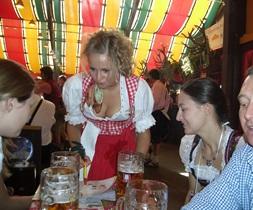 Oktoberfest-Wiesnbier im Festzelt